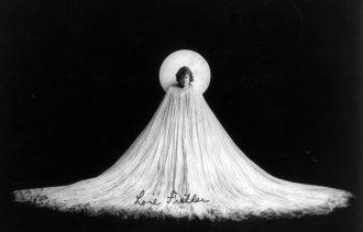 loie-fuller-in-uana-posa-art-nouveau_foto-di-benjamin-j-falk-1901-anna-lav