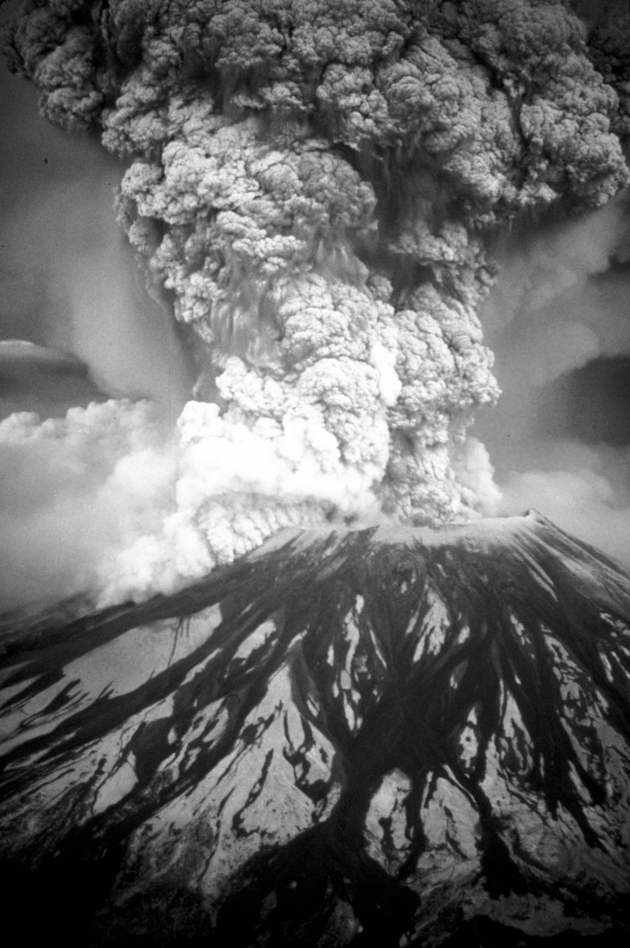 Un momento dell'eruzione del 1980 del Mount St. Helens, nello Stato di Washington: si trattò dell'evento vulcanico più distruttivo nella storia degli Stati Uniti