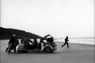 François Truffaut gira la scena finale del film I 400 colpi (1959)
