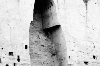 Il vuoto dopo la distruzione del Buddha di Bamiyan ad opera dei talebani afghani nel 2001