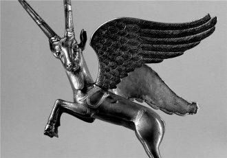 Capricorno Alato, argento e oro, Armenia, 400-350 a.C., Museo del Louvre.