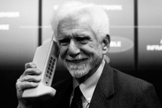 Marty Cooper, inventore del DynaTAC 8000x, il primo telefono cellulare (1973)