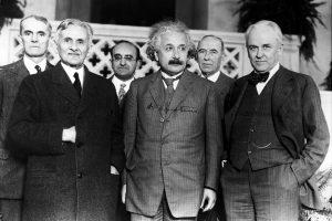 Ritratto-di-Albert-Einstein-e-altri-fisici