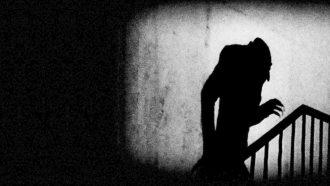 Fotogramma del film Nosferatu di Friedrich Wilhelm Murnau 1922