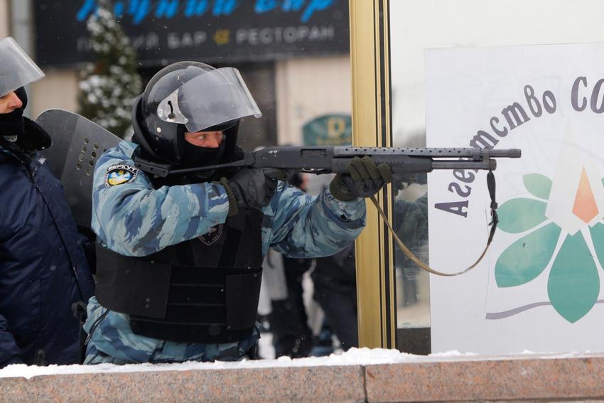 Polizia spara